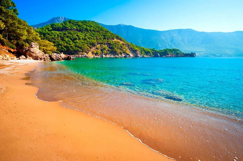 Пляжи с золотым песком
