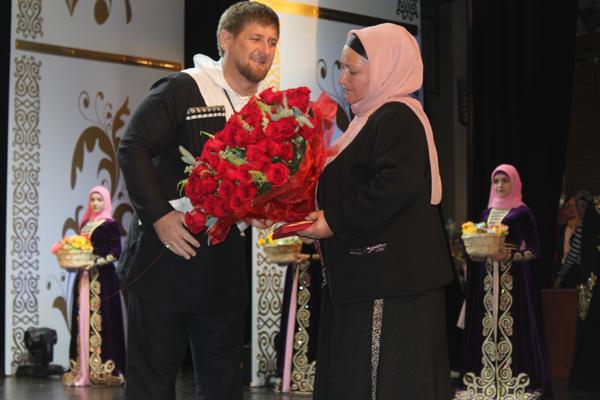 Кадыров и чеченская женщина