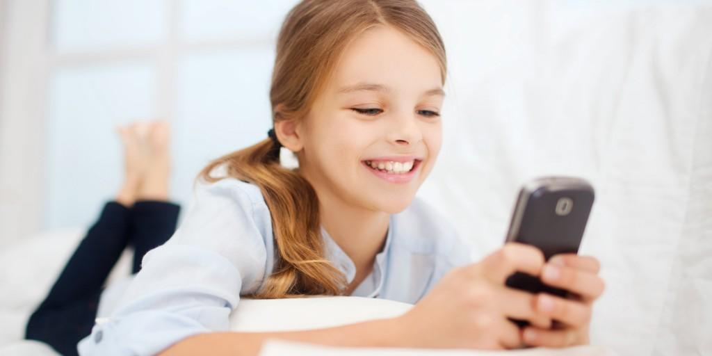 Девочка с телефоном
